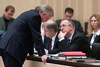 07 NOV 2003, BERLIN/GERMANY:<br /> Roland Koch (L), CDU, Ministerpraesident Hessen, und Hans Eichel (R), SPD, Bundesfinanzminister, im Gespraech, Bundesratsdebatte zu den Themen Dienstleistungen am Arbeitsmarkt und Sozialhilferecht, Plenum, Bundesrat<br /> IMAGE: 20031107-01-056<br /> KEYWORDS: Gespräch
