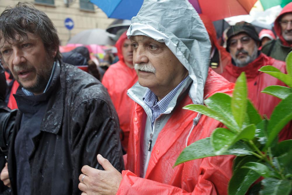 Ultimo saluto a don Andrea Gallo. Funerali. Genova, 25 maggio 2013. Gianni Rinaldini e Luca Casarini.