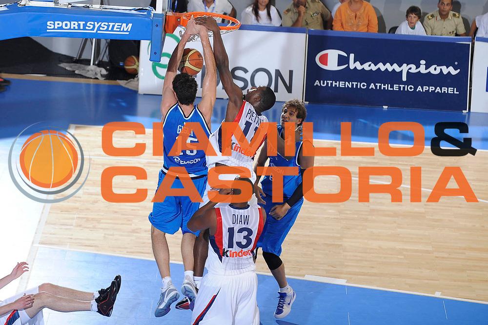 DESCRIZIONE : Cagliari Eurobasket Men 2009 Additional Qualifying Round Italia Francia<br /> GIOCATORE : Angelo Gigli<br /> SQUADRA : Italia Italy Nazionale Italiana Maschile<br /> EVENTO : Eurobasket Men 2009 Additional Qualifying Round <br /> GARA : Italia Francia Italy France<br /> DATA : 05/08/2009 <br /> CATEGORIA : schiacciata<br /> SPORT : Pallacanestro <br /> AUTORE : Agenzia Ciamillo-Castoria/G.Ciamillo