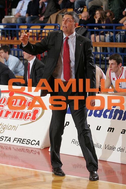 DESCRIZIONE : Reggio Emilia Lega A1 2005-06 Bipop Carire Reggio Emilia Montepaschi Siena <br /> GIOCATORE : Frates <br /> SQUADRA : Bipop Carire Reggio Emilia <br /> EVENTO : Campionato Lega A1 2005-2006 <br /> GARA : Bipop Carire Reggio Emilia Montepaschi Siena <br /> DATA : 20/04/2006 <br /> CATEGORIA : Ritratto <br /> SPORT : Pallacanestro <br /> AUTORE : Agenzia Ciamillo-Castoria/Fotostudio 13