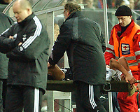 Champions League 23.11.05, Rosenborg - Olympiakos              <br /> Per Ciljan Skjelbred carried out with injurie, a worried head coach Per-Mathias Høgmo to the left<br /> Foto: Carl-Erik Eriksson, Digitalsport