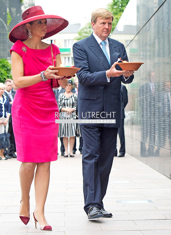 24-6-2014 WARSCHAU - King Willem-Alexander and Queen Maxima arrival at the Museum of the Warsaw Uprising<br /> during their 2 days state visit  to Poland . COPYRIGHT ROBIN UTRECHT