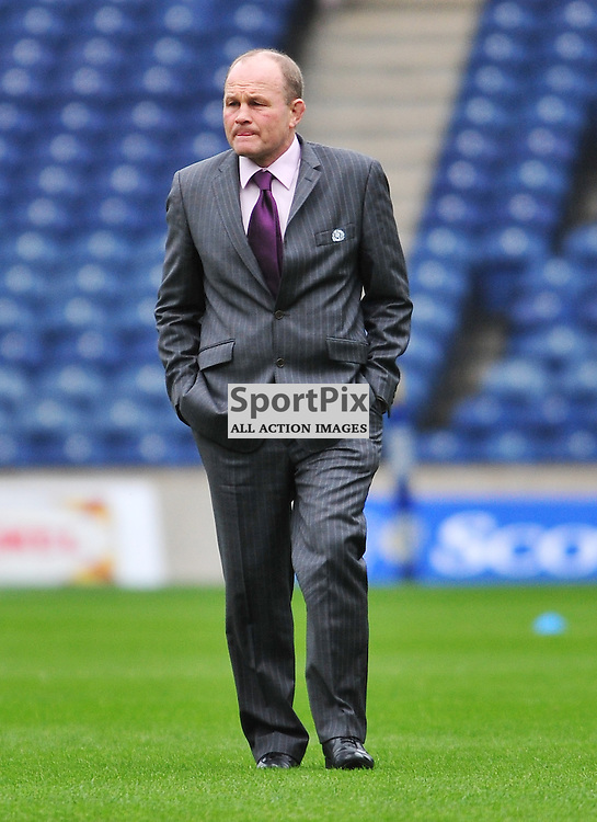 Scotland coach Andy Robinson checks out the pitch before the match..Scotland v France, RBS 6 Nations Championship, Murrayfield Stadium. 26 February 2012
