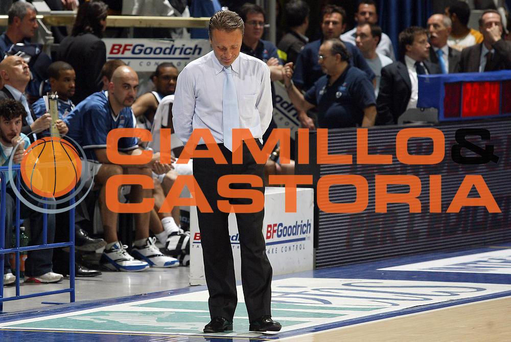 DESCRIZIONE : Bologna Lega A1 2005-06 Play Off Semifinale Gara 3 Climamio Fortitudo Bologna Carpisa Napoli <br /> GIOCATORE : Bucchi <br /> SQUADRA : Carpisa Napoli <br /> EVENTO : Campionato Lega A1 2005-2006 Play Off Semifinale Gara 3 <br /> GARA : Climamio Fortitudo Bologna Carpisa Napoli <br /> DATA : 07/06/2006 <br /> CATEGORIA : Delusione <br /> SPORT : Pallacanestro <br /> AUTORE : Agenzia Ciamillo-Castoria/E.Pozzo