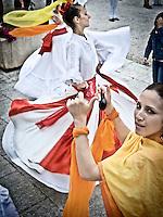 """Ballerina e musicista del gruppo musicale di Pizzica """"Arakne Mediterranea"""" durante un concerto a """"Castello Monaci"""" nei pressi di Salice Salentino in provincia di Lecce. (30/05/2010 PH Gabriele Spedicato)..dancers and musician of band """"Arakne Mediterranea"""" during the concert in """"Castello Monaci"""" near Salice Salentino, a Town in province of Lecce. (30/05/2010 PH Gabriele Spedicato)..La pizzica, o, detta nella sua forma più tradizionale pizzica pizzica, è una danza popolare attribuita oggi particolarmente al Salento, ma in realtà era praticata sino agli anni '70 del XX sec. in tutta la Puglia centro-meridionale e in Basilicata..Fa parte della grande famiglia delle tarantelle, come si usa chiamare quel variegato gruppo di danze diffuse dall'Età Moderna nell'Italia meridionale."""