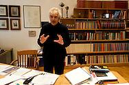 Roma 5 Febbraio 2015<br /> Manifestazione contro la vivisezione, delle associazioni  animaliste e per chiedere la liberazione dei macachi usati per esperimenti presso l'istituto di Fisiologia  Università La Sapienza. Il Prof. Roberto Caminiti coordinatore del dottorato di ricerca in neurofisiologia, obiettivo della protesta degli animalisti,  spiega ai giornalisti il funzionamento delle ricerche e della sperimentazione sui macachi.<br /> Rome February 5, 2015<br /> Demonstration against the vivisection of animal rights activists  to demand the release of macaques used for experiments at the Institute of Physiology of the University La Sapienza. Prof. Roberto Caminiti coordinator of the PhD in neurophysiology, objective of the protest by animal rights activists, explained to reporters the operation of research and experimentation on macaques.