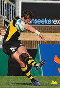 Wycombe, GREAT BRITAIN, Wasps, Danny CIPRIANI, kicking a first half conversion, during the Heineken Cup [Pool 1]  Rugby Match,  London Wasps vs Castres Olympique, played at Adams Park Stadium on Sun, 12.10.2008 [Photo, Peter Spurrier/Intersport-images]