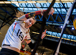 04-04-2017 NED:  CEV U18 Europees Kampioenschap vrouwen dag 3, Arnhem<br /> Duitsland - Nederland 3-1 / Nederland verliest kansloos van Duitsland met 3-1 - Camilla Weitzel #18