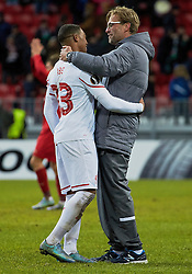 KAZAN, RUSSIA - Thursday, November 5, 2015: Liverpool's manager Jürgen Klopp celebrates with goal-scorer Jordon Ibe after the 1-0 victory over Rubin Kazan during the UEFA Europa League Group Stage Group B match at the Kazan Arena. (Pic by Oleg Nikishin/Propaganda)