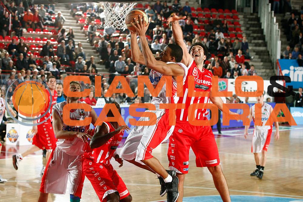 DESCRIZIONE : Varese Lega A 2009-10 Cimberio Varese Bancatercas Teramo<br /> GIOCATORE : Michel Morandais<br /> SQUADRA : Cimberio Varese<br /> EVENTO : Campionato Lega A 2009-2010 <br /> GARA : Cimberio Varese Bancatercas Teramo<br /> DATA : 06/02/2010<br /> CATEGORIA : Tiro Super Penetrazione<br /> SPORT : Pallacanestro <br /> AUTORE : Agenzia Ciamillo-Castoria/G.Cottini<br /> Galleria : Lega Basket A 2009-2010 <br /> Fotonotizia : Varese Campionato Italiano Lega A 2009-2010 Cimberio Varese Bancatercas Teramo<br /> Predefinita :