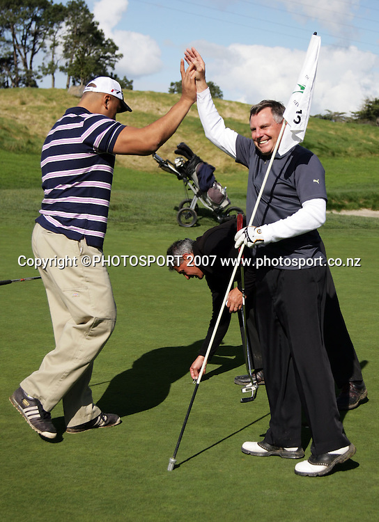 Jonah Lomu (L) is congratulated on sinking a putt by John Hart (R). Warriors golf day. Huapai Golf Club, Auckland, New Zealand. Monday 13 August 2007. Photo: Hagen Hopkins/PHOTOSPORT