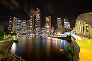 Nightlife along Singapore River. Financial District and Elgin Bridge.