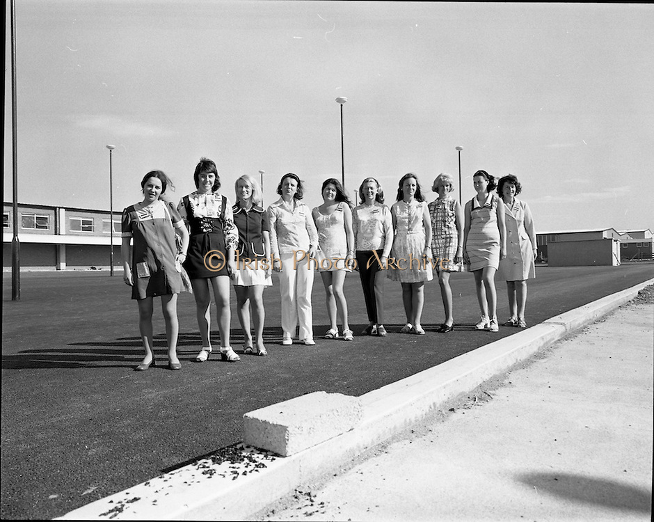 17/07/1972<br /> 07/17/1972<br /> 17 July 1972<br /> Musgrave Brothers Promotion Girls at Robinhood Road. Special for Musgrave Bros. Ltd. (Noel Murphy, P.R. Manager) Robinhood Industrial Estate, Dublin.