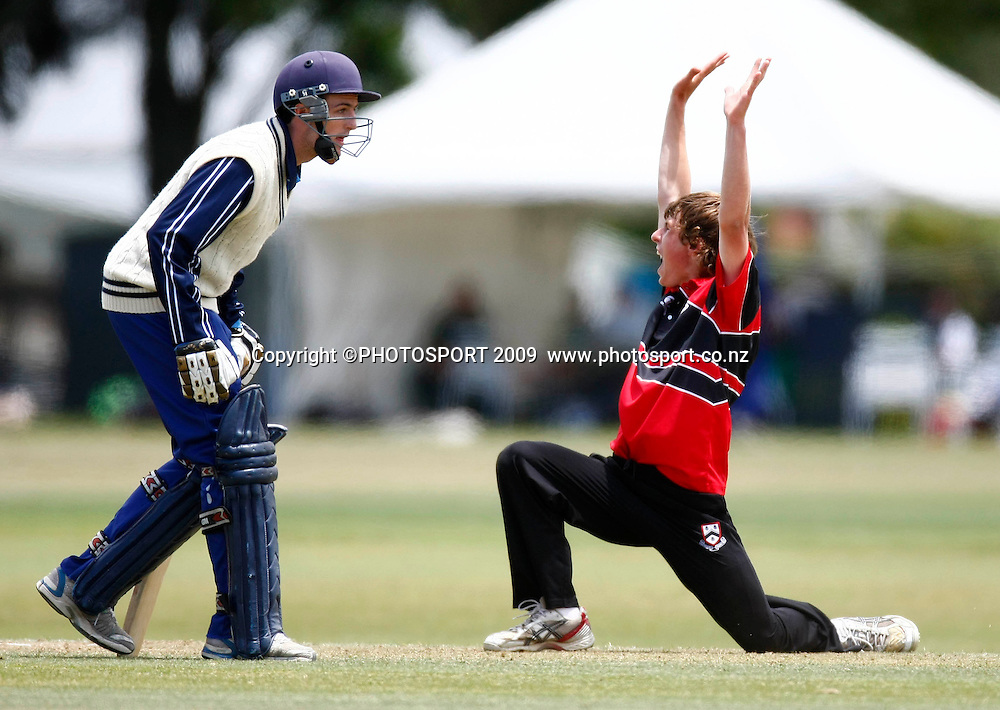 Canterbury bowler Theo Van Woerkom appeals for one of his six wickets. U19 National Final, Canterbury v Auckland, Te Atatu Park, Auckland. Monday 21 December 2009. Photo: Simon Watts/PHOTOSPORT