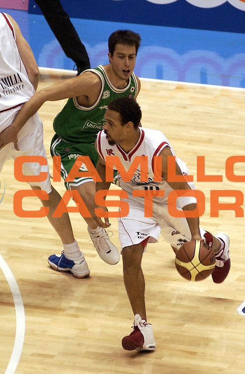 DESCRIZIONE : FORLI FINAL 8 COPPA ITALIA LEGA A1 2005 FINALE<br />GIOCATORE : GARRIS<br />SQUADRA : BIPOP CARIRE REGGIO EMILIA<br />EVENTO :  FINAL 8 COPPA ITALIA LEGA A1 2005 FINALE<br />GARA : BIPOP CARIRE REGGIO EMILIA-BENETTON TREVISO<br />DATA : 20/02/2005 <br />CATEGORIA : Palleggio<br />SPORT : Pallacanestro <br />AUTORE : Agenzia Ciamillo-Castoria/M.Buzzoni