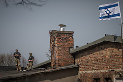 "12.04.2018, Konzentrationslager Auschwitz, Oswiecim, POL, ""March of the living"" am Weg aus dem ehemaligen deutschen Nazi-Todeslager Auschwitz I nach Auschwitz II - Birkenau, im Bild Soldaten und die israelische Fahne// during the 'March of the Living' from the former German Nazi death camp Auschwitz I to Auschwitz II - Birkenau at the concentration camp in Oswiecim, Poland on 2018/04/12. EXPA Pictures © 2018, PhotoCredit: EXPA/ Florian Schroetter"