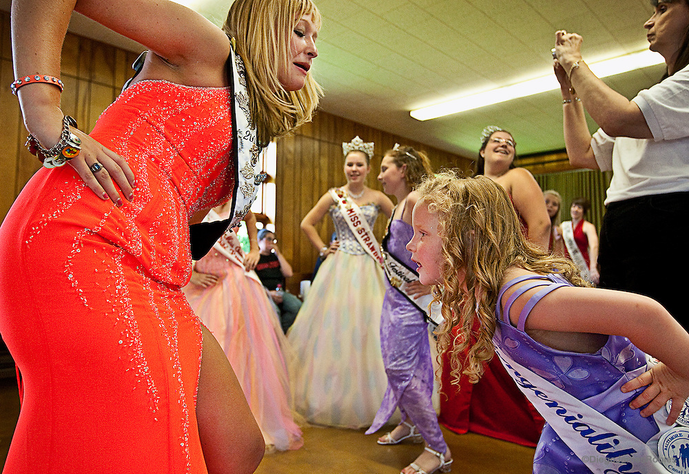 Tomi Sue dances with an older friend from the pageant hours before the start of the competition.