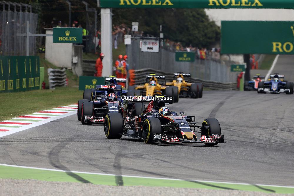 &copy; Photo4 / LaPresse<br /> 04/09/2016 Monza, Italy<br /> Sport <br /> Grand Prix Formula One Italia 2016<br /> In the pic: Carlos Sainz Jr (ESP) Scuderia Toro Rosso STR11 leads Daniil Kvyat (RUS) Scuderia Toro Rosso STR11