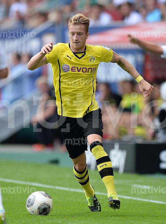 Fussball  1. Bundesliga  Saison 2013/2014   FC Augsburg - Borussia Dortmund      10.08.2013  Marco Reus (Borussia Dortmund) am Ball