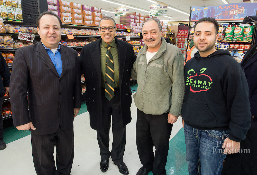 Seaway Market Place owner Eddie Aboona, Police Chief James Craig, manager Fred Naoumi, and Brandon Aboona.<br />