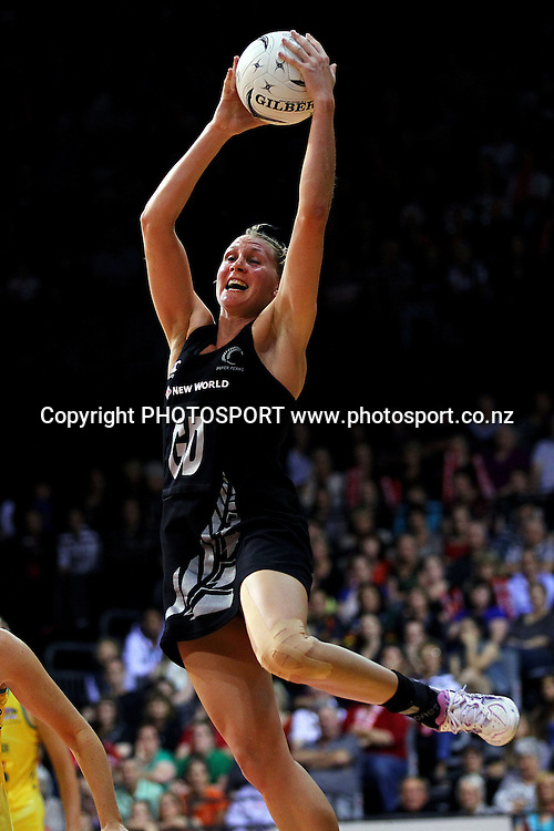 Silver Fern's Casey Williams in action. New World Quad Series, New Zealand Silver Ferns v Australian Diamonds at Claudelands Arena, Hamilton, New Zealand. Thursday 1st November 2012. Photo: Anthony Au-Yeung / photosport.co.nz