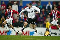 Fotball, 26. april 2003, Tippeligaen, Sogndal-Tromsø 3-1. Alexander Ødegaard, Sogndal, mot Hans Åge Yndestad og Miika Koppinen, Tromsø