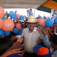 Villa del Carbon, Mex.- Ruben Mendoza Ayala, candidato<br /> del PAN a la gubernatura de Mexico durante sus<br /> actividades de campana en los municipios de Jilotepec,<br /> Zoyaniquilpan, Chapa de Mota y Villa del Carbon rumbo<br /> a las elecciones del 3 de Julio. Agencia MVT / Mario<br /> Vazquez de la Torre.  (DIGITAL)<br /> <br /> NO ARCHIVAR - NO ARCHIVE