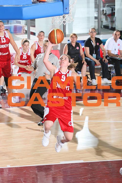 DESCRIZIONE : Chieti Qualificazione Eurobasket Women 2009 Italia Turchia <br /> GIOCATORE : Esmeral Tuncluer<br /> SQUADRA :Turchia <br /> EVENTO : Raduno Collegiale Nazionale Femminile<br /> GARA : Italia Turchia Italy Turkey <br /> DATA : 27/08/2008 <br /> CATEGORIA : Tiro <br /> SPORT : Pallacanestro <br /> AUTORE : Agenzia Ciamillo-Castoria/C. De Massis <br /> Galleria : Fip Nazionali 2008 <br /> Fotonotizia : Chieti Qualificazione Eurobasket Women 2009 Italia Turchia <br /> Predefinita :