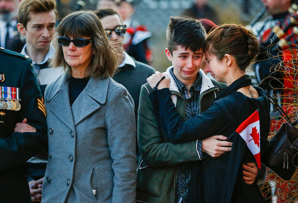 The mother Valerie Carder (L), and sisters Lily (C) and Erin, of John Gallagher, a Canadian volunteer fighter and former Canadian forces member who was killed fighting alongside Kurdish forces in Syria against the Islamic State, react after pallbearers carried his casket into a funeral home in Blenheim, Ontario, Canada, November 20, 2015.   REUTERS/Mark Blinch