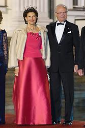 Königin Silvia und König Carl Gustav von Schweden bei der Ankunft zum Abendessen im Schloss Bellevue in Berlin / 051016<br /> <br /> ***State visit of the Swedish Royal Couple in Germany: Dinner at Bellevue Palace in Berlin, October 5, 2016***