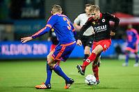 ROTTERDAM - SBV Excelsior - Feyenoord , Voetbal , Seizoen 2015/2016 , Eredivisie , Stadion Woudestein , 28-11-2015 , Excelsior speler Tom van Weert (r) probeert met een hoogstandje langs Speler van Feyenoord Sven van Beek (l) te komen