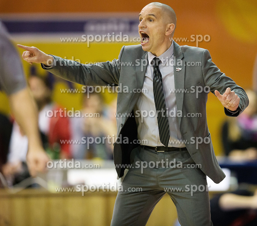 13.02.2016, Walfersamhalle, Kapfenberg, AUT, ABL, ece Bulls Kapfenberg vs BC Hallmann Vienna, im Bild Head Coach, Michael Schrittwieser (Kapfenberg) // during the ABL, between ece Bulls Kapfenberg and BC Hallmann Vienna at the Sportscenter Walfersam, Kapfenberg, Austria on 2016/02/13, EXPA Pictures © 2016, PhotoCredit: EXPA/ Dominik Angerer