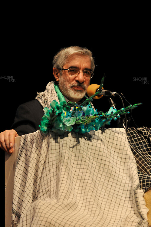 Tehran, Iran. 24 May, 2009. Mir Hossein Mousavi, gave speech in Bahman culture center ( farhangsaraye Bahman) in south of Tehran for supporters who gathered in commemoration of recapturing Khoramshahr ( a city in south Iran) during war between Iraq and Iran on 3rd of Khordad ( 24 may 1981)..