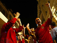 Lisbona - Lisboa 12/6/2004 <br />English fans drink and sing near Rossio Place in historical centre of Lisbona. <br />Tifosi inglesi bevono e cantano cori vicino Piazza Rossio, nel centro storico di Lisbona<br />Photo Graffiti