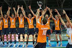 01-07-2012 VOLLEYBAL: EUROPEAN LEAGUE PRIJSUITREIKING: ANKARA<br /> Nederland wint de European League 2012 / Jeroen Rauwerdink (#10 NED) met de beker<br /> ©2012-FotoHoogendoorn.nl/Conny Kurth
