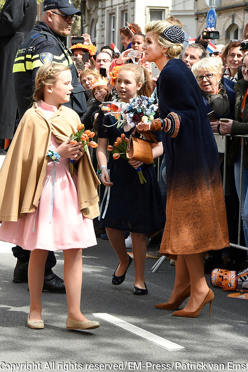 Koningsdag 2017 in Tilburg / Kingsday 2017 in Tilburg<br /> <br /> Op de foto / On the photo:  Koningin Maxima Prinses Ariane en Prinses Alexia  / Queen Princess Ariane and Princess Alexia
