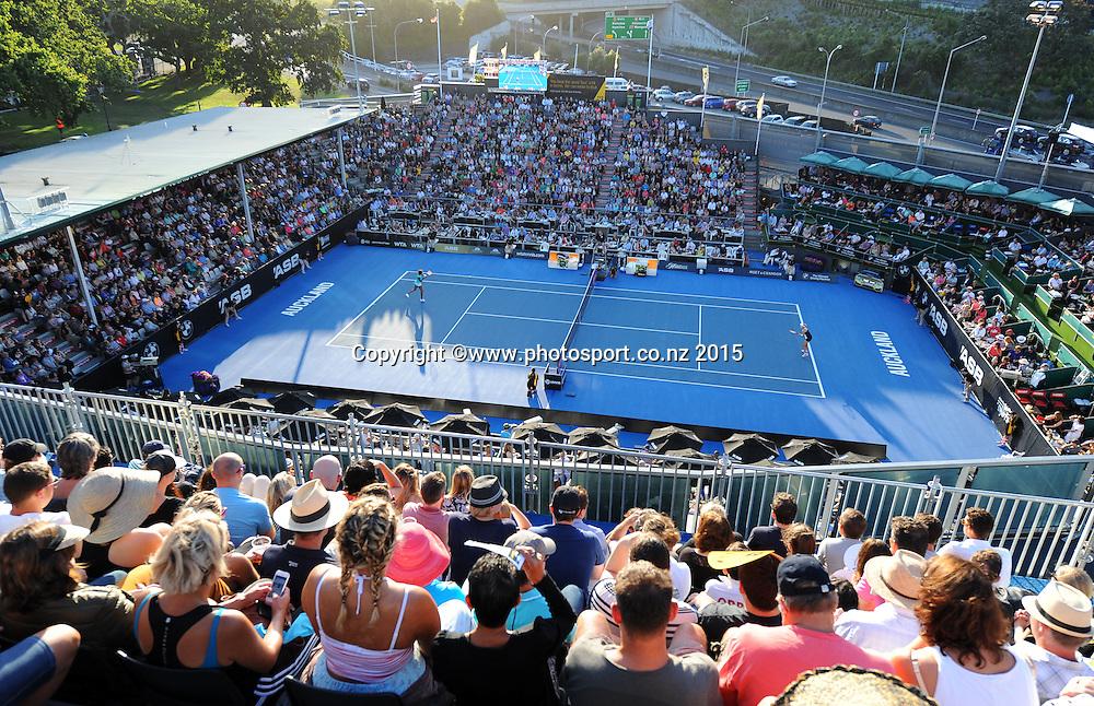 Fans watch the Quarter Finals of the ASB Classic Women's International. ASB Tennis Centre, Auckland, New Zealand. Thursday 8 January 2015. Copyright photo: Chris Symes/www.photosport.co.nz