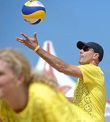 20150627 NED: WK Beachvolleybal day 2, Scheveningen<br /> Nederland heeft er sinds zaterdagmiddag een vermelding in het Guinness World Records bij. Op het zonnige strand van Scheveningen werd het officiële wereldrecord 'grootste beachvolleybaltoernooi ter wereld' verbroken. Maar liefst 2355 beachvolleyballers kwamen zaterdag tegelijkertijd in actie / Michel Everaert