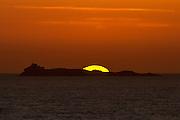 Solnedgang bak Svinøy, tatt fra Mulevika, Nerlandsøya | Sunset behind Svinøy, Norway.
