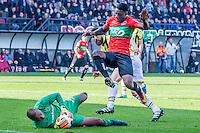 NIJMEGEN - NEC - Vitesse , Voetbal , Eredivisie , Seizoen 2016/2017 , Stadion de Goffert , 23-10-2016 , NEC Nijmegen speler Kevin Mayi (r) springt over Vitesse keeper Eloy Room (l) heen