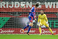 ROTTERDAM - SBV Excelsior - Feyenoord , Voetbal , Seizoen 2015/2016 , Eredivisie , Stadion Woudestein , 28-11-2015 , Speler van Feyenoord Michiel Kramer (l) kopt de bal langs Excelsior keeper Tom Muyters (r) en scoort daarmee de 0-2