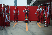 February 19-22, 2015: Formula 1 Pre-season testing Barcelona : Ferrari mechanics wait for Sebastian Vettel