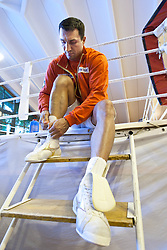 07.06.2011, Stanglwirt, Going, AUT, Wladimir Klitschko, Training, im Bild Wladimir Klitschko bindet sich die Schuhe. EXPA Pictures © 2010, PhotoCredit: EXPA/ J. Groder