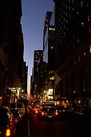 21 NOV 2003, NEW YORK/USA:<br /> Strasse und Hochhaeuser bei Nacht, Manhatten, New York<br /> IMAGE: 20031121-02-062<br /> KEYWORDS: Nachts, Wolkenkratzer, Nachtaufnahme