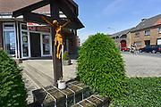 Duitsland, Tuddern, 19-6-2013Voormalig geannexeerd gebied rond Selfkant. Op het kruisbeeld staat het jaartal 1954, dus in de Nederlandse tijd..Foto: Flip Franssen