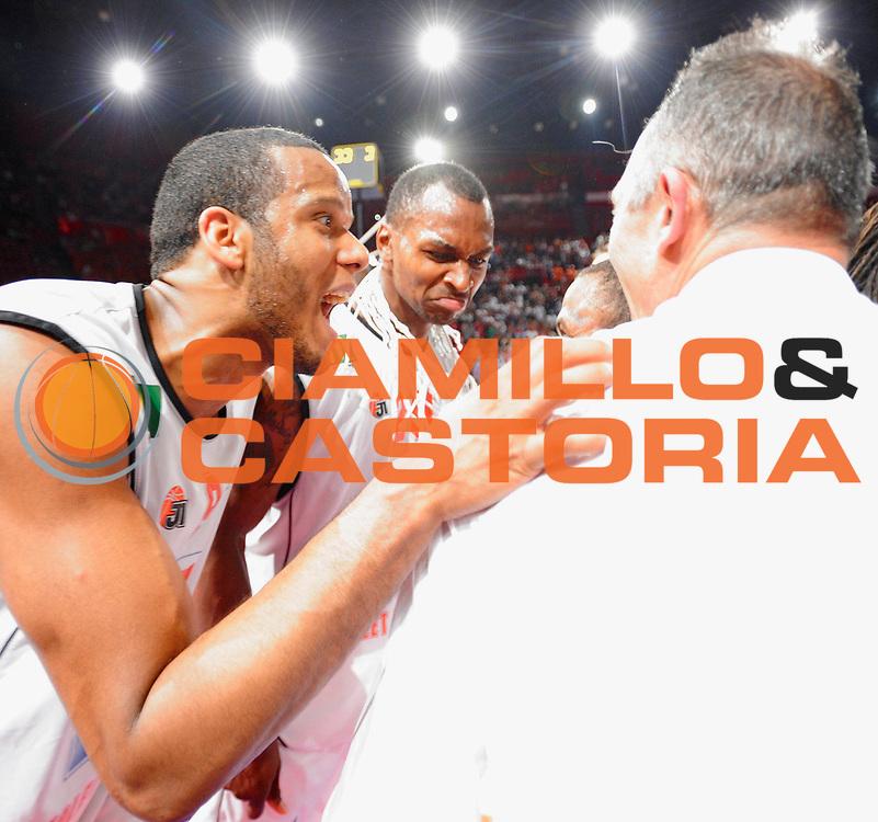 DESCRIZIONE : Ligue France Pro A  Le Mans Cholet  Finale<br /> GIOCATORE : Mejia Samuel Kunter Erman Sommerville Marcellus <br /> SQUADRA : Cholet<br /> EVENTO : FRANCE Ligue  Pro A 2009-2010<br /> GARA : Le Mans Cholet<br /> DATA : 13/06/2010<br /> CATEGORIA : Basketball Pro A Trophee Cholet Victoire Trophee<br /> SPORT : Basketball<br /> AUTORE : JF Molliere par Agenzia Ciamillo-Castoria <br /> Galleria : France Ligue Pro A 2009-2010 <br /> Fotonotizia : Ligue France Pro A  Le Mans Cholet Finale<br /> Predefinita :