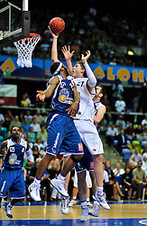 09.06.2010, Ballsporthalle, Frankfurt, GER, 1.BBL - Play Off Finale, Deutsche Bank Skyliners vs Brose Baskets Bamberg, im Bild Tibor Pleifl (Bamberg #21), Quantez Robertson (Skyliners USA #23),  EXPA Pictures © 2010, PhotoCredit: EXPA/ nph/  Roth / SPORTIDA PHOTO AGENCY