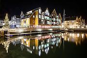 Fosnavåg Brygge by Night. Fosnavåg, Norway | Fosnavåg Brygge om natten. Fosnavåg, Norge.