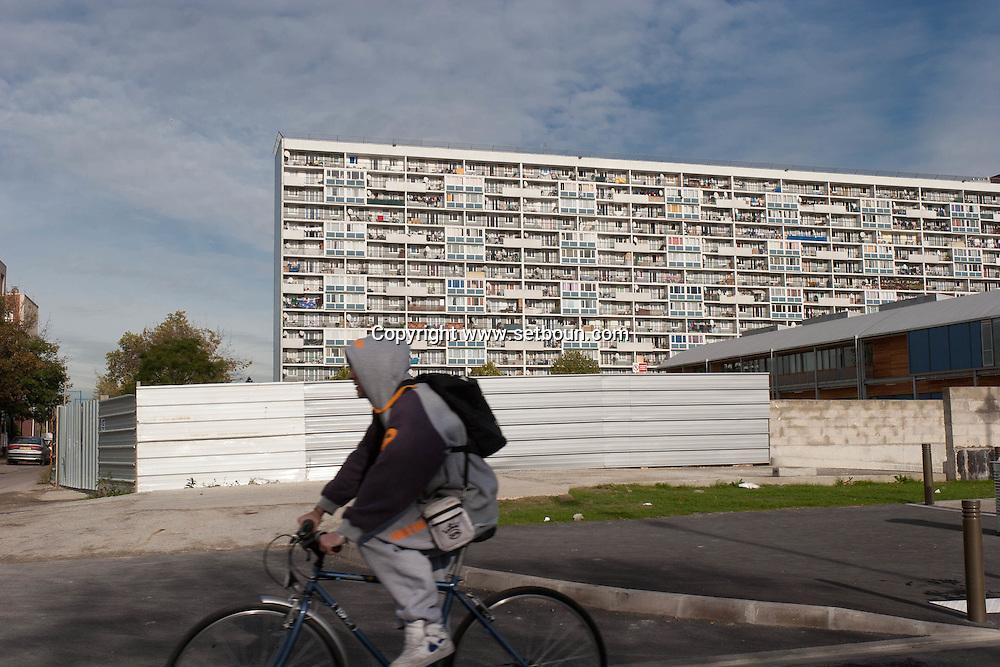 = La Courneuve , cite of 4000. daily life   Paris  France    /// La Courneuve, cite des 4000 , la vie quotidienne   Paris  France +