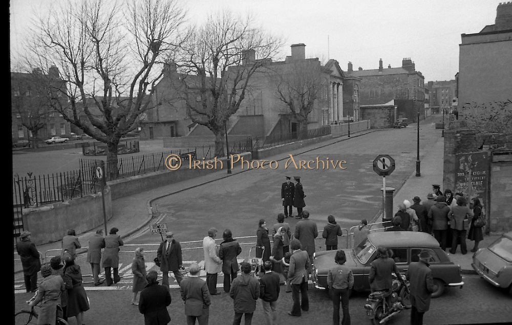 Dr Herrema Kidnap Trial Begins.    K9..1976..23.02.1976..02.23.1976..23rd February 1976..After a period of incarceration, the trial of Eddie Gallagher finally got under way at the Special Criminal Court, Green Street, Dublin. Gallagher was charged with the kidnap of the Dutch Industrialist, Dr Tiede Herrema. The kidnap ended with the release of Dr Herrema after a siege at Monasterevin, Co Kildare...Picture shows onlookers gathering at the entrance to Green Street waiting for the arrival of the accused.